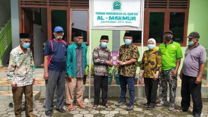 Wawali Tegal Jumadi Beri Bantuan Al Quran untuk Santri TPQ Al Makmur