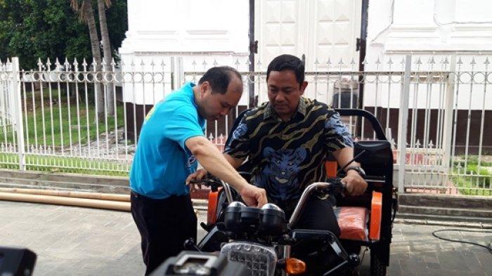 Asik, Wisatawan Bisa Jalan-jalan Pakai Motor Listrik di Kota Lama Semarang