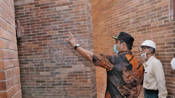 Wali Kota Semarang, Hendrar Prihadi meninjau proyek pembangunan Museum Kota Lama beberapa waktu lalu.