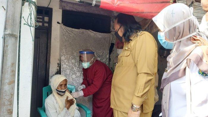 Vaksinasi Lansia di Kota Tegal Mulai Terapkan Sistem Jemput Bola
