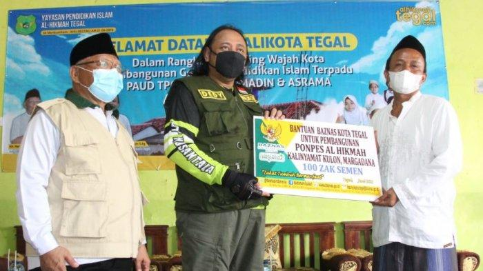 Wali Kota Tegal Serahkan 100 Sak Semen Pembangunan Ponpes Yayasan Al Hikmah