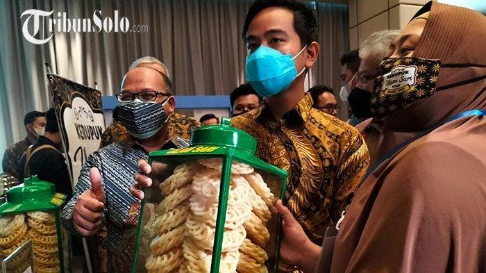 Wali Kota Gibran Borong Kerupuk UlamSari yang Sudah Melegenda di Solo, Buat Makan Pagi Siang Malam