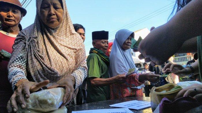 Akali Operasi Pasar, Sumini Antre 2 Kali demi Dapat 4 Kg Gula Pasir Murah