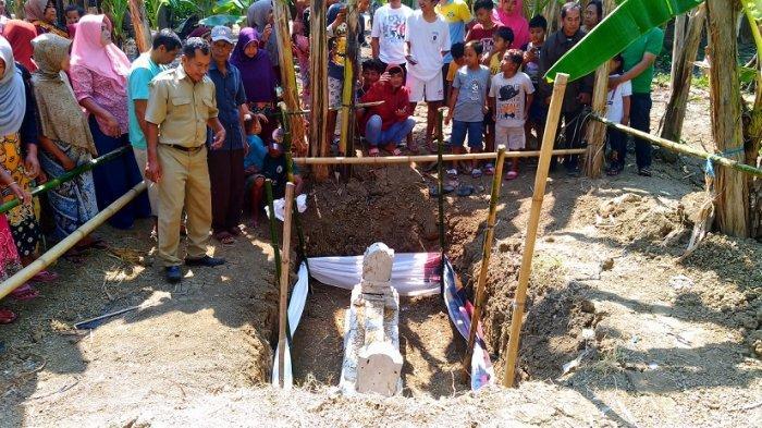 BREAKING NEWS : Warga Kumpulrejo Kendal Digegerkan Penemuan Makam Kuno, Terbuat dari Batu Karang
