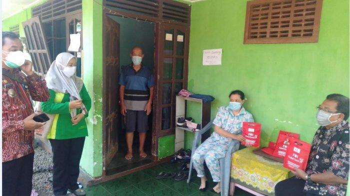 PMI Banyumas Bagikan 1.000 Paket Obat untuk Warga Terpapar Covid-19 yang Jalani Isoman