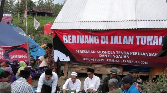 Warga Penolak Pabrik Semen Rembang Bikin Mushala Di Tenda Gunung Bokong - warga-penolak-pabrik-semen-rembang-bikin-mushala-di-tenda-gunung-bokong_20160215_223616.jpg
