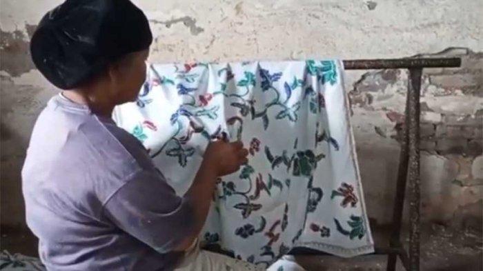 Badriah Konsisten Membuat Batik Tegalan Bangjo dan Irengan