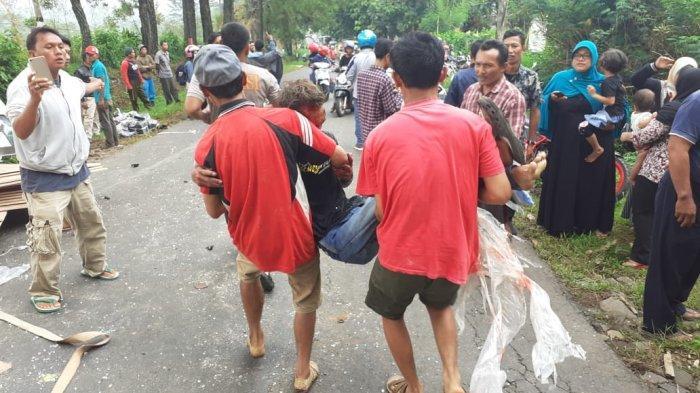 BREAKING NEWS : Sopir Truk Tronton Meninggal Kecelakaan Beruntun di Turunan Rujak Asem Temanggung