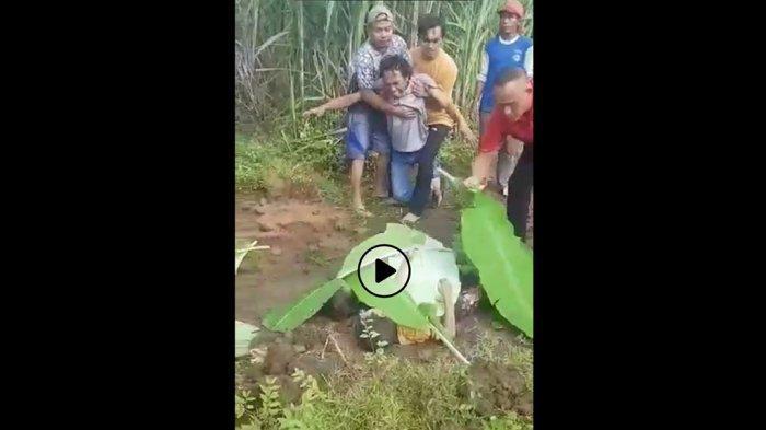 Ahhh Ya Allah Gusti! Jerit Pria Meronta-ronta Lihat Mayat 2 Bocah di Pemalang Ditutupi Daun Pisang