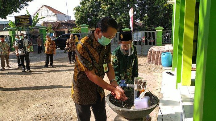 SMP Birrul Walidain Sragen Sukses Bikin Wastafel Otomatis Tanpa Sentuhan, Begini Cara Kerjanya