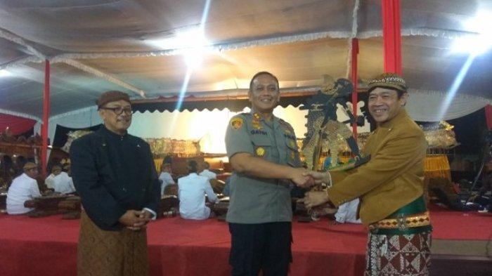 Pagelaran Wayang Tutup Peringatan HUT Bhayangkara ke 73 di Polres Salatiga