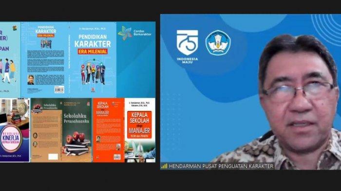 Kepala Pusat Penguatan Karakter Kemdikbud Ir Hendarwan Memaparkan materi pada kegiatan webinar Nasional karakter Pemuda