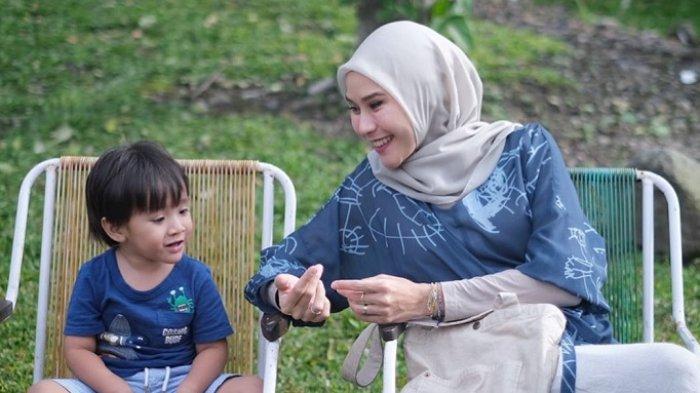Kronologi Dua Anak Zaskia Mecca dan Hanung Bramantyo Positif Covid-19 Setiba di Yogya dari Jakarta
