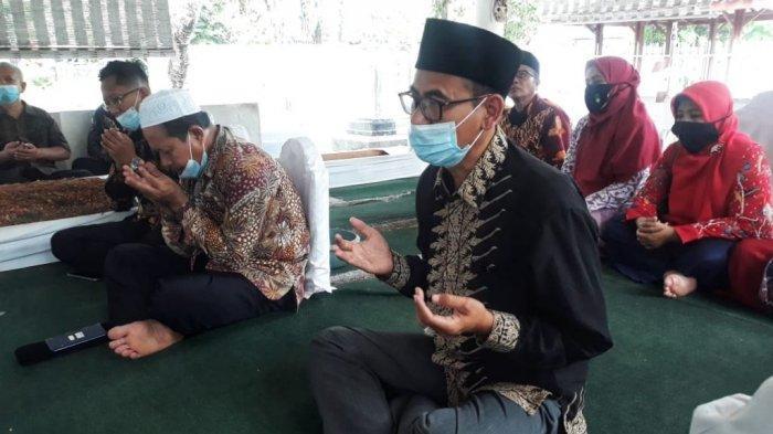 Sambut Dies Natalis, FPK UIN Walisongo Semarang Ziarahi Makam Waliyullah Pekalongan