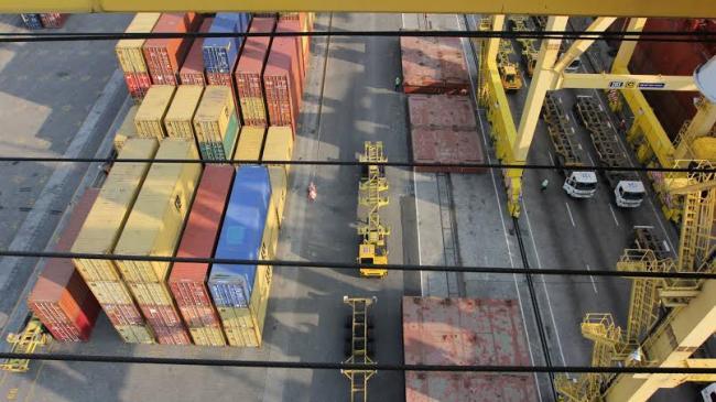 importir-ketar-ketir-rupiah-dekati-level-rp-15000_20150918_191608.jpg