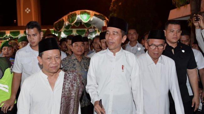 presiden-jokowi-silaturahmi-dan-bertukar-pandangan-di-ponpes-girikesumo_20181020_131445.jpg