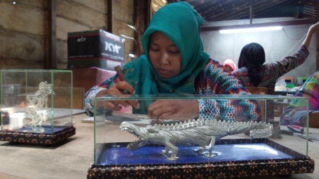 produksi-zem-silver-di-desa-mijen-kecamatan-kebonagung-demak_20180316_140217.jpg