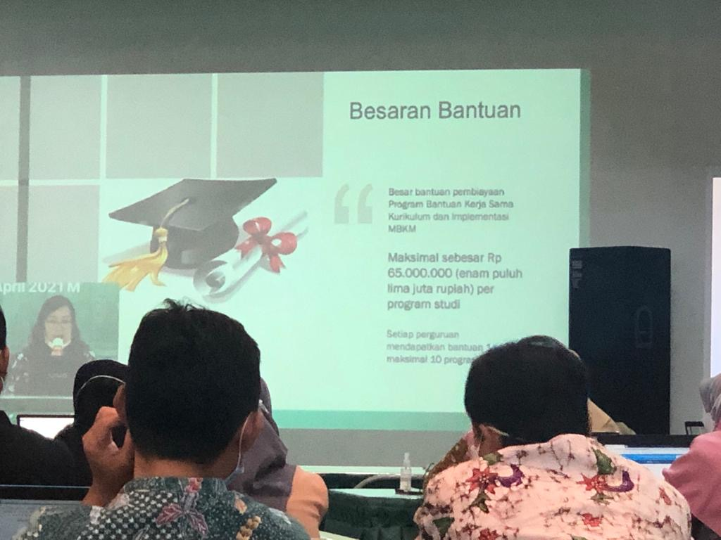 Bimbingan teknis (Bimtek) program bantuan kerja sama kurikulum dan implementasi merdeka belajar kampus merdeka Tahun 2021 yang dilaksanakan di Unissula (22/4).
