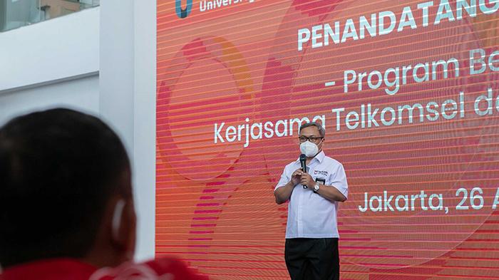 Direktur Human Capital Management Telkomsel R Muharam Perbawamukti menyambut baik kolaborasi dengan Telkom University dan optimis bahwa program kerjasama ini dapat membuka lebih banyak peluang lahirnya talenta-talenta unggul serta berdaya saing tinggi.