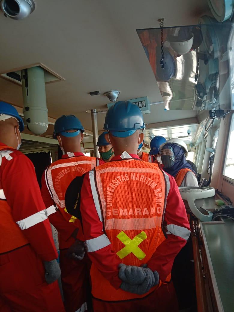 Fakultas Kemaritiman Unimar Amni Semarang melakukan agenda rutin kunjungan kapal.