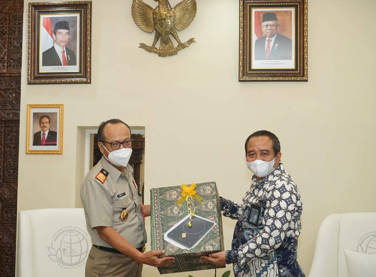 Kepala Kantor Wilayah Badan Pertanahan Nasional (BPN) Jawa Tengah, Dwi Purnama, menerima kunjungan dari pimpinan unit induk PLN di Wilayah Jawa Tengah Jumat, (24/9).