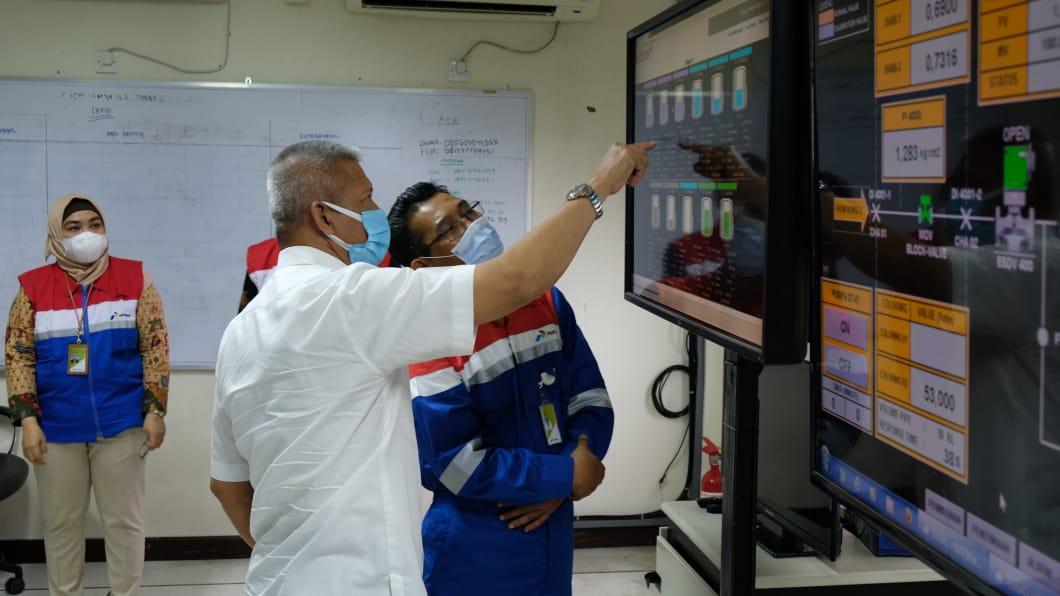 Komisaris Pertamina Condro Kirono memastikan penyaluran BBM berjalan lancar melalui tampilan digitalisasi.