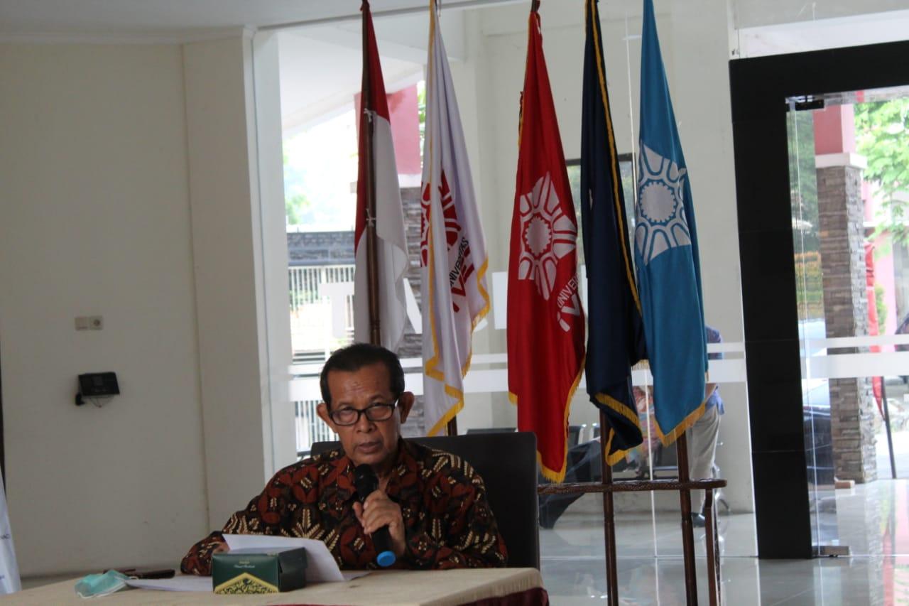 Prof Dr Rustono memberikan sambutan dan ucapan Terima Kasih Kepada Narasumber dalam kegiatan Guest Lecture Universitas Ivet