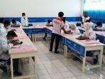 21-siswa-smk-muhammadiyah-3-weleri-gunakan-laptop-hasil-rakitan-sendiri-binaan-axioo_20170317_190302.jpg
