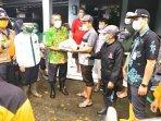 300-paket-sembako-kepada-korban-banjir.jpg