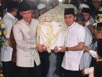 ahy-dan-edhie-baskoro-yudhoyono-mengangkut-peti-jenazah-ibu-ani-yudhoyono.jpg