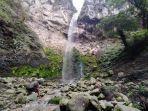air-terjun-studio-alam-yang-berada-di-jalur-pendakian-gunung-lawu-via-cemoro-kandang-karanganyar.jpg
