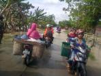 akses-jalan-raya-gubug-salatiga-tepatnya-di-desa-kwaron-terendam-banjir_20161010_085946.jpg