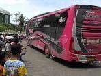 anak-anak-merekam-klakson-telolet-bus-pariwisata-sman-15-smg_20161223_141134.jpg