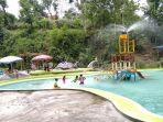 anak-anak-sedang-bermain-dan-berenang-di-kolam-renang-sendang-kowang.jpg