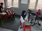 anak-latihan-alat-musik-11.jpg