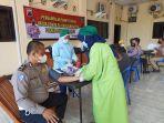anggota-polres-pekalongan-kota-saat-melakukan-donor-plasma-konvalesen-di-aula-mapolres-setempat.jpg