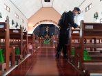 anggota-tim-gegana-polda-jateng-melakukan-pengecekan-di-gereja-natal-dan-tahun-baru-2019.jpg