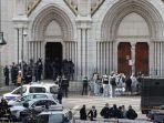 anggota-unit-taktis-polisi-raid-memasuki-basilika-notre-dame-di-nice.jpg