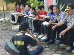 anggota-yanma-polda-jateng-dan-mahasiswa-makan-bersama-kaum-dhuafa.jpg