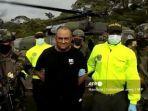 angkatan-darat-dan-polisi-kolombia-mengawal-gembong-narkoba-yang-paling-dicari-di-kolombia.jpg