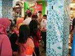 antrean-pengunjung-yang-hendak-berbelanja-di-yogya-mall-pemalang.jpg