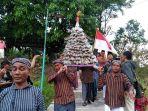 arak-arakan-gunungan-ketupat-sumpil_20180426_230540.jpg