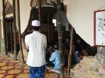 arga-korban-gempa-berjamaah-di-masjid-dusun-gunungtawang-desa-kertosari-kalibening_20180517_162337.jpg