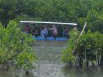 ayo-naik-perahu-keliling-kawasan-wisata-hutan-mangrove-pekalongan-utara_20171226_150617.jpg
