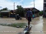 banjir-brebes-16-februari-2017-hampir-setinggi-dua-meter-dampak-luapan-sungai-pemali_20170217_215612.jpg