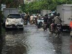 banjir-di-jalan-mt-haryono-tepatnya-sekitar-seratus-meter-sebelum-bundaran-bubakan_20181106_150737.jpg