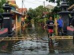 banjir-rob-genangi-perumahan2.jpg