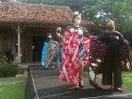 batik-khas-kendal-peragawati.jpg