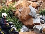 batu-batu-besar-berserakan-di-tebing-sisi-jalan-provinsi-desa-kalilunjar-banjarnegara.jpg