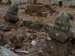 batuan-diduga-material-candi-jadi-batu-nisan-di-makam-desa-dieng-kulon-banjarnegara.jpg